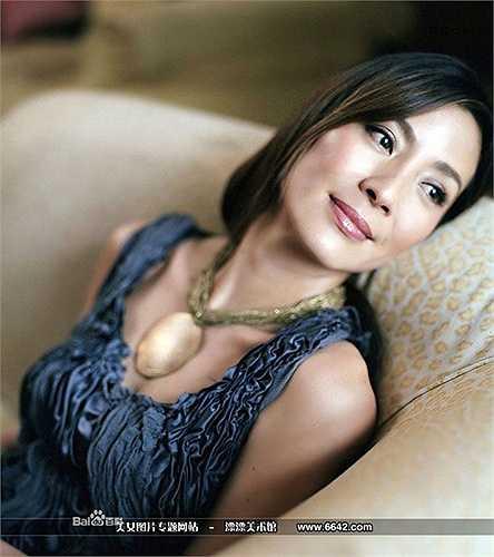Ở tuổi 53, Dương Tử Quỳnh vẫn khiến các đàn em phải ngưỡng mộ khi vẫn xuất hiện trong Ngọa hổ tàng long 2 với các màn võ thuật đẹp mắt. (Nguồn: Dân Việt)