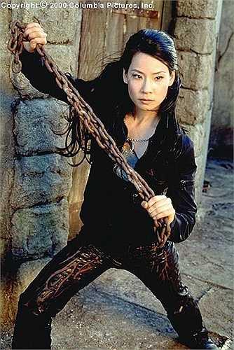 Sở hữu những nét đẹp Á Đông cùng thân hình gợi cảm đã giúp Maggie Q chinh phục Hollywood. Các pha hành động võ thuật đẹp mắt của 'đả nữ' này trong Vũ khí khêu gợi hay Nhiệm vụ bất khả thi đã khiến Maggie Q để lại ấn tượng trong lòng khán giả.