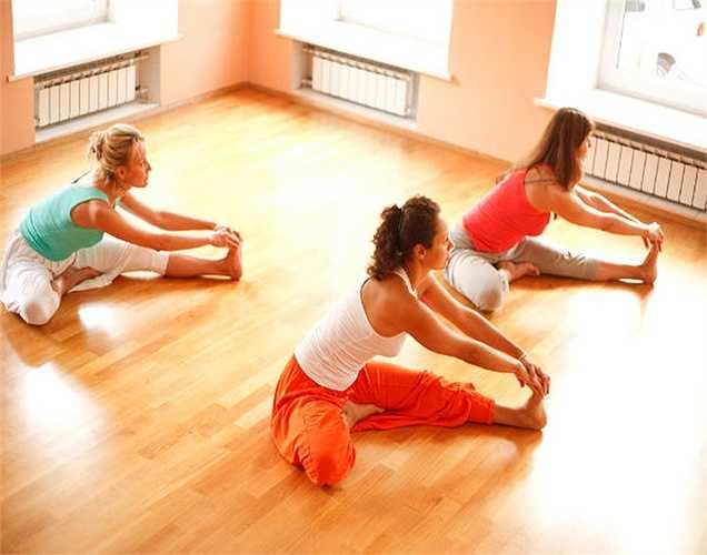 Yoga và thiền: là cách tốt để giữ sự hòa hợp giữa tâm trí, cơ thể và tâm hồn của bạn. Có nhiều kỹ thuật trong yoga sẽ giúp bạn quản lý các chức năng tim mạch và lưu lượng máu, do đó làm giảm huyết áp hiệu quả. Nhân Hòa (theo Boldsky)