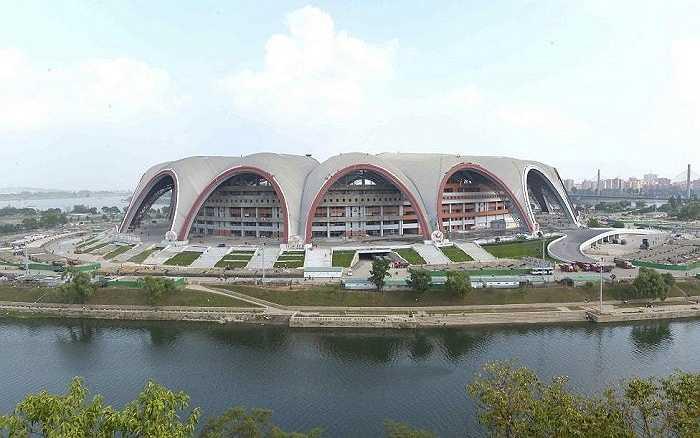Sân vận động 1/5 ở thủ đô Bình Nhưỡng nhìn từ bên ngoài