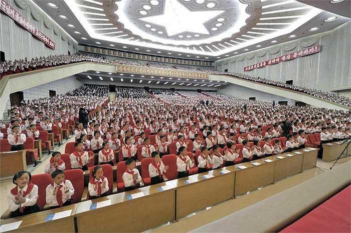 Học sinh Triều Tiên tham dự sự kiện ở Nhà văn hóa tại Bình Nhưỡng