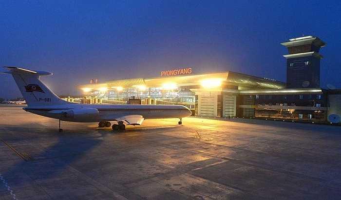 Chiếc máy bay đậu bên ngoài nhà ga mới xây dựng ở Sân bay Quốc tế Bình Nhưỡng