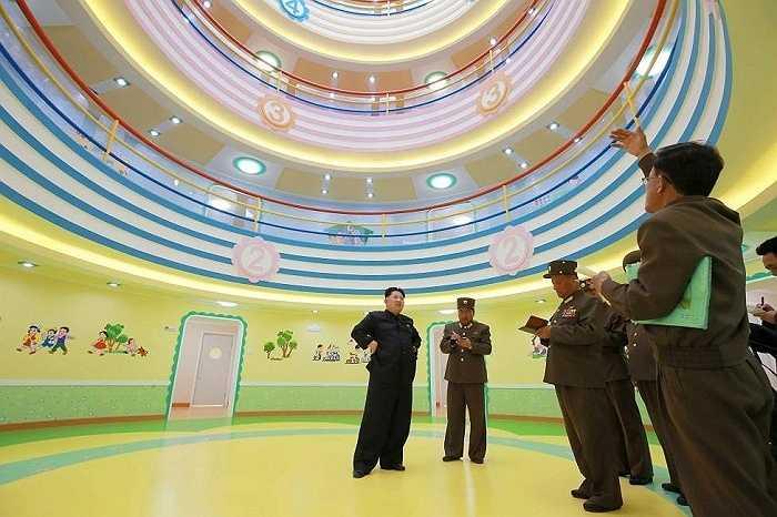 Ông Kim Jong-un đến thăm nhà trẻ và trại trẻ mồ côi Wonsan xây dựng ở Bình Nhưỡng hồi tháng 4 năm nay