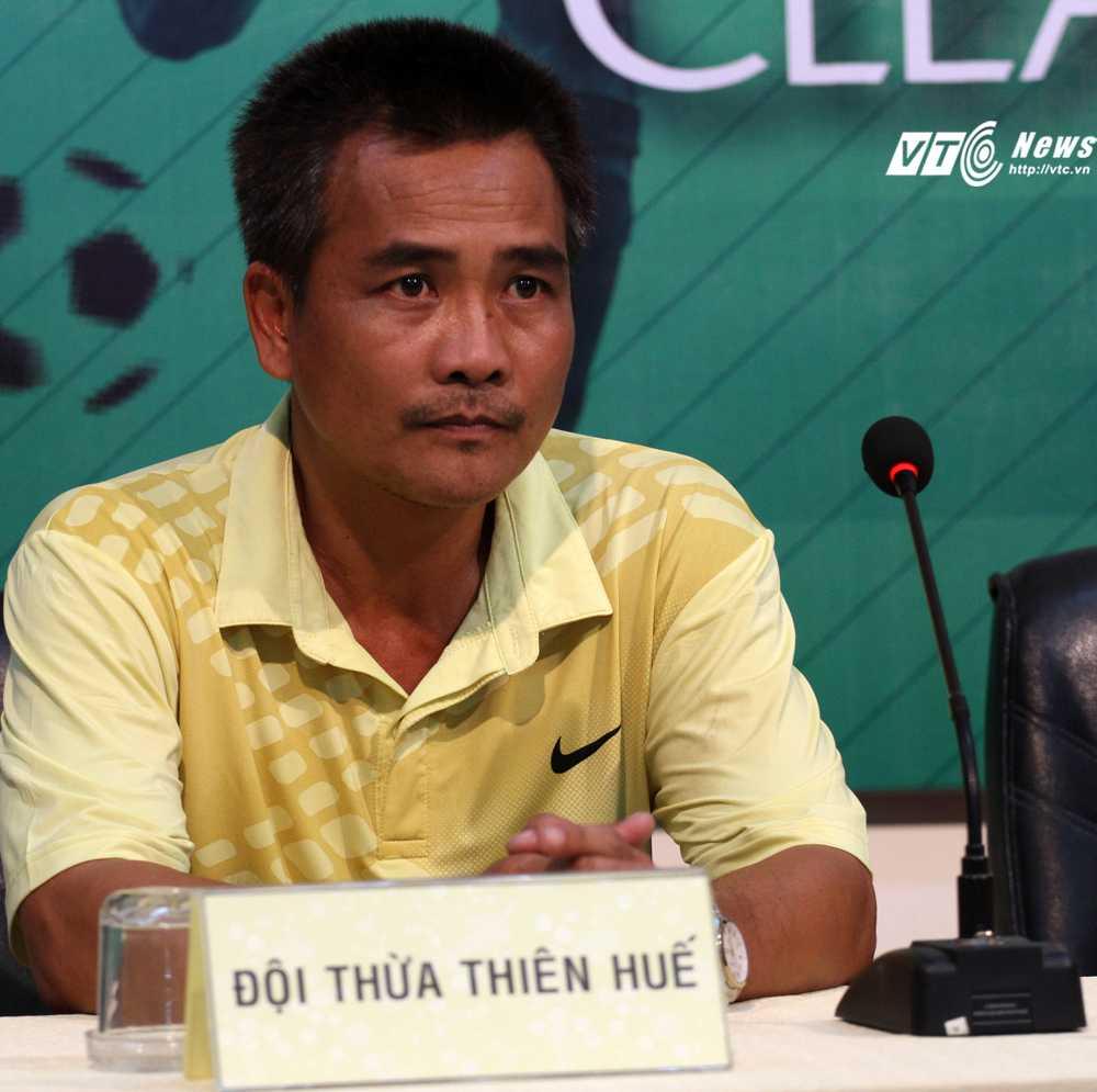 HLV Nguyễn Đình Tuấn của U21 Thừa Thiên Huế (Ảnh: Hoàng Tùng)