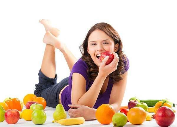 Ăn nhiều trái cây và rau củ. Trái cây và rau củ quả chứa nhiều vitamin và dinh dưỡng, rất tốt trong việc chống lão hóa da, mang lại một vóc dáng tươi trẻ cho bạn.
