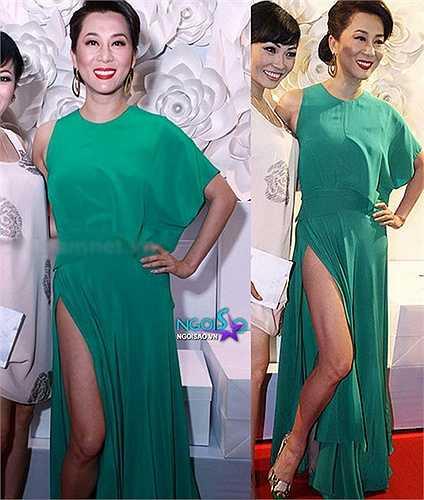 MC Nguyên Cao Kỳ Duyên cũng để lộ chân quá mức khi diện váy xẻ.