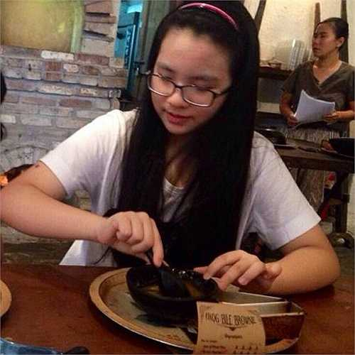 Cũng theo chia sẻ của Hiền Thục, cô bé rất đam mê piano và hội họa. (Nguồn: Dân Việt)
