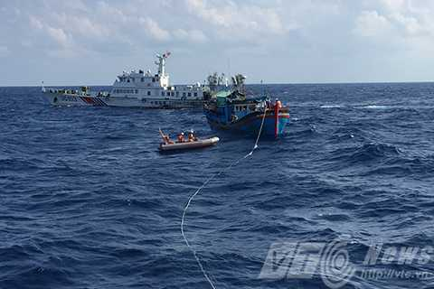 Phút gay cấn, tàu SAR 412, tàu Trung Quốc cản trở, cứu tàu cá, bị nạn, Hoàng Sa