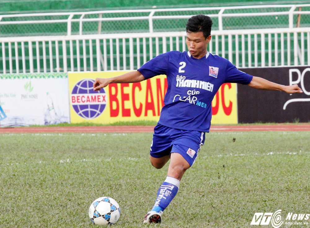 Trần Hữu Đông Triều ghi bàn mở tỉ số cho U21 Gia Lai (Ảnh: Hoàng Tùng)