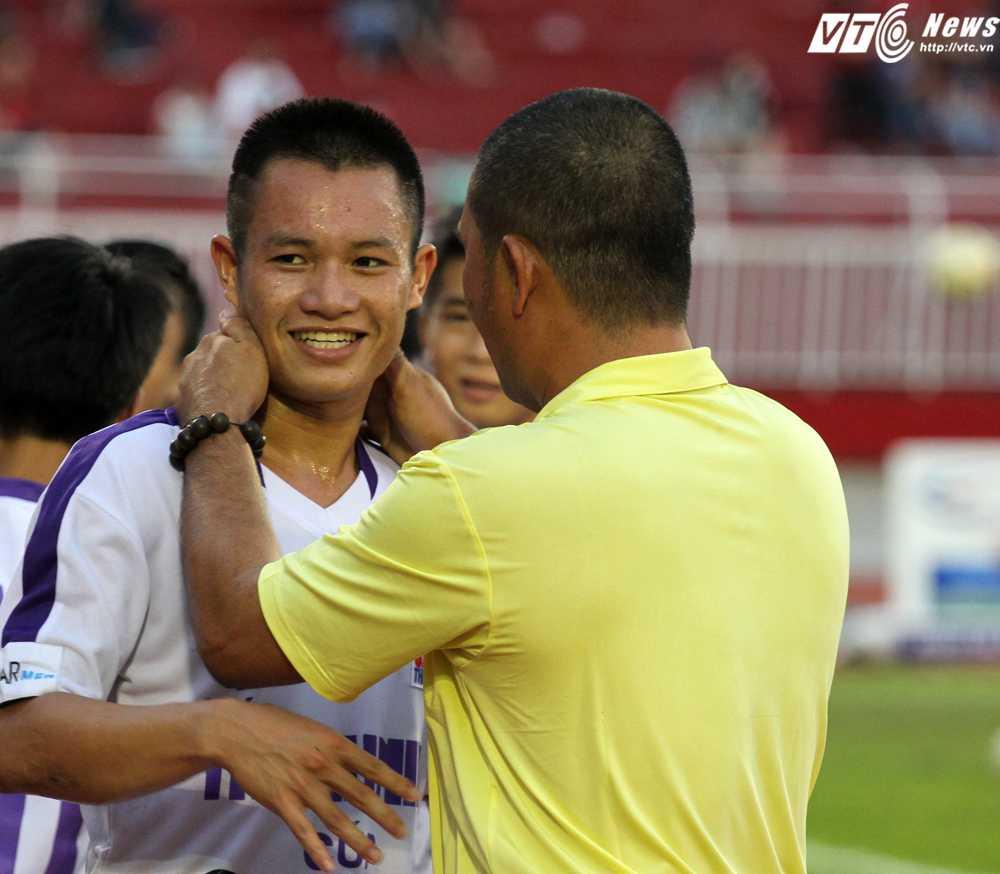 Võ Lý cũng là 'Cầu thủ xuất sắc nhất trận đấu' (Ảnh: Hoàng Tùng)