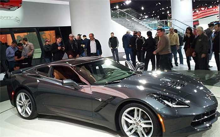 Chevrolet Corvette C7 có hình dáng thanh lịch, có mức tiêu thụ nhiên liệu tiết kiệm với 7 chế độ điều chỉnh tốc độ.