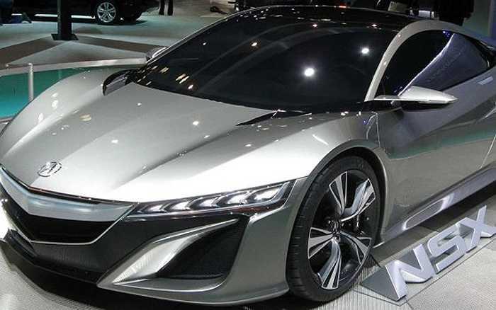 Honda Acura NSX 2015 là mẫu xe dáng đẹp, sử dụng động cơ V6, hộp số ly hợp kép 7 cấp và 2 mô-tơ điện dẫn động bánh trước.