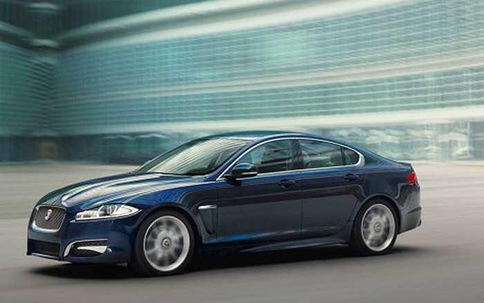 Jaguar XF Premium Luxury là dòng xe hiện đại, nội thất tiện nghi với màn hình cảm ứng. Tốc độ tối đa của loại xe này là 149 dặm/giờ. Giá của Jaguar XF Premium Luxury vào khoảng 95.000 USD.