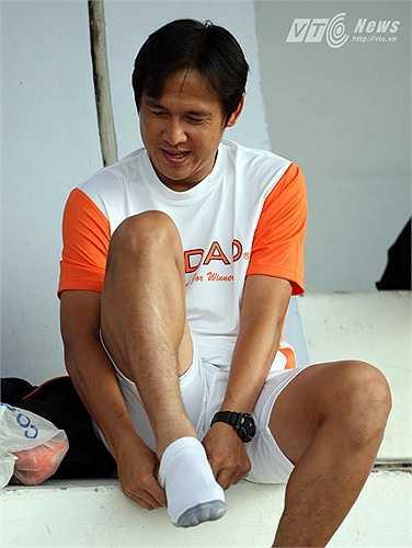 Minh Phương và nhiều cầu thủ khác tạo thành đội bóng liên quân các tuyển thủ bóng đá Việt Nam.