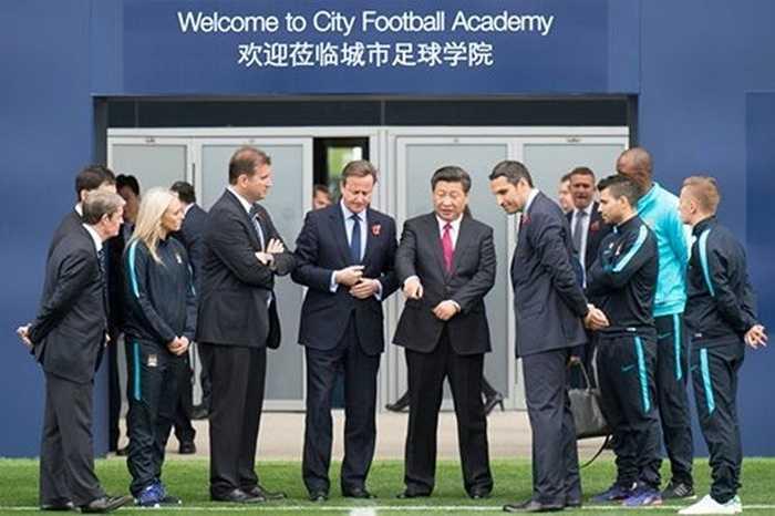 Ông Tập Cận Bình được biết rất hâm mộ thể thao. Ông từng đề ra nhiều chính sách phát triển các môn, đặc biệt là bóng đá tại Trung Quốc