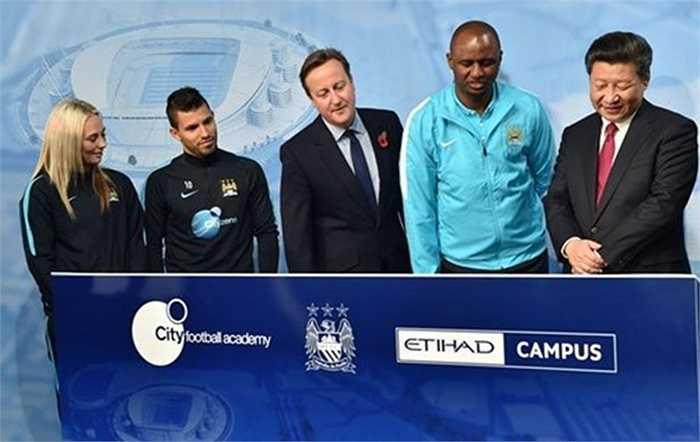 Thủ tướng Anh rất yêu thích Man City, còn Chủ tịch Tập Cận Bình rất muốn tìm hiểu cách vươn lên của CLB này lên hàng ngũ đại gia của bóng đá Anh