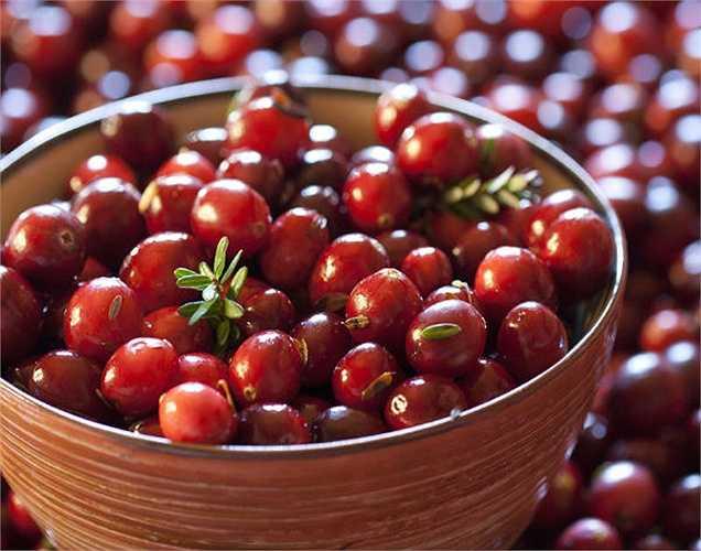 Quả anh đào: tốt cho máu, ăn quả này thường xuyên rất tốt cho máu và đại tràng của bạn. Phụ nữ bị vấn đề kinh nguyệt có thể thử ăn quả anh đào.
