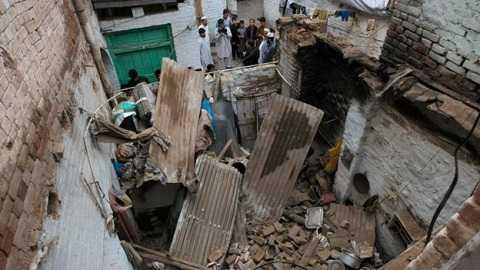 Nhiều ngôi nhà bị phá hủy sau động đất