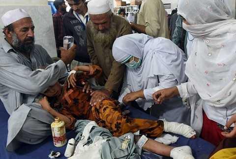 Nạn nhân ở Pakistan bị thương sau động đất
