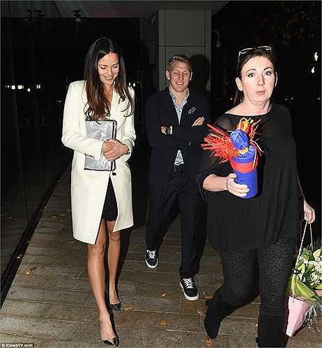 Chính bởi vậy, không khí buổi lễ sinh nhật của Rooney kém vui hơn khá nhiều, dù thành phần tới tham dự ở khách sạn Hilton là rất đông