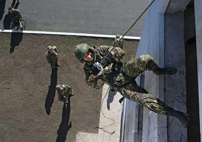 Các binh sỹ ban đầu được lựa chọn từ những đơn vị trinh sát, ra đời đầu tiên vào năm 1951