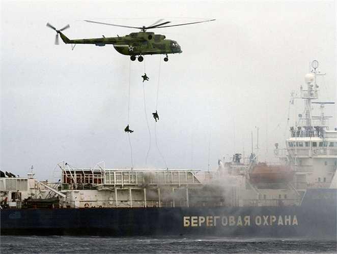 Các binh sỹ Spetsnaz có khả năng chiến đấu bất kể ngày đêm, trong mọi điều kiện thời tiết, địa hình