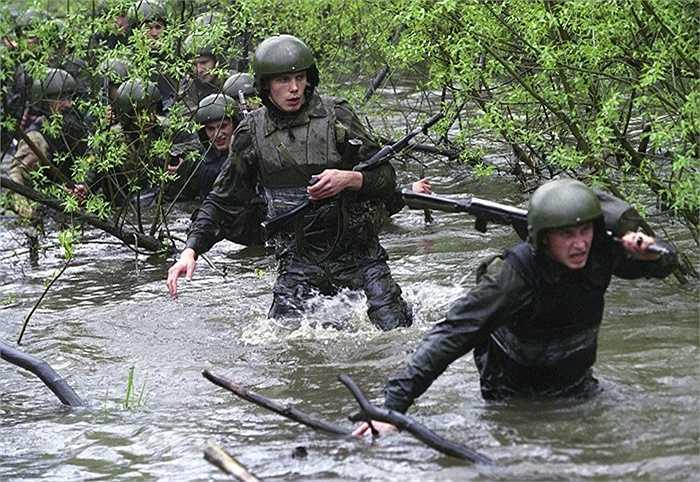 Băng rừng lội suối làm nhiệm vụ