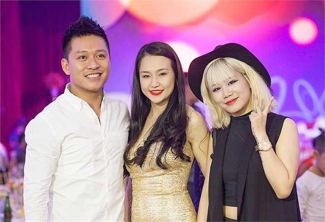 Yến Lê chụp ảnh cùng 2 vợ chồng Tuấn Hưng trong tiệc sinh nhật của Su Hào. Sau khi cuộc thi kết thúc, học trò cưng của nam ca sĩ vào Nam lập nghiệp.