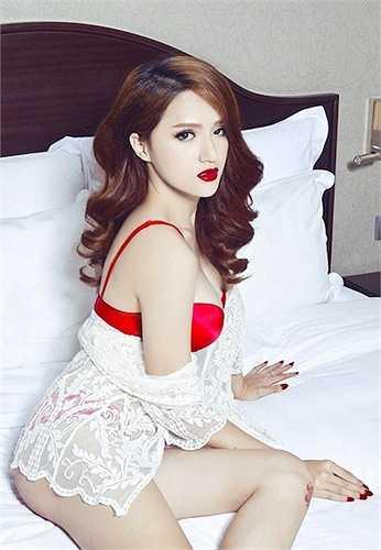 Mới đây, cô vừa hoàn thành vai Thúy trong bộ phim điện ảnh Trót yêu do Việt Trinh đóng chính.