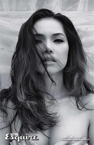 Tuy nhiên, người đẹp sinh năm 1982 vẫn khiến phái mày râu ngơ ngẩn nhờ thân hình gợi cảm.
