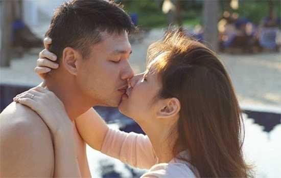 Đan Lê – Khải Anh: Sau 4 năm chung sống, cặp đôi Đan Lê – Khải Anh vẫn giữ thói quen thể hiện tình cảm như hồi mới yêu khiến công chúng vô cùng mến mộ.