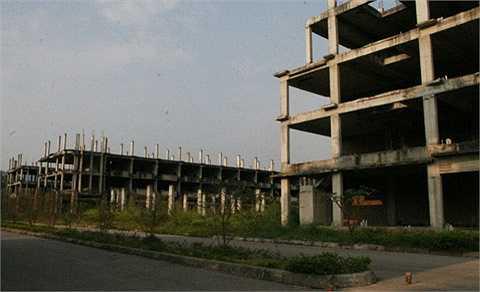Khu đô thị Nam Hoàng Đồng tại xã Hoàng Đồng, TP Lạng Sơn, nằm ngay trên trục quốc lộ 1A đi cửa khẩu Hữu Nghị và cửa khẩu Tân Thanh. Rộng gần 60 ha, khu đô thị này được khởi công từ tháng 5/2008 với tổng mức đầu tư hơn 500 tỷ đồng, bao gồm nhiều biệt thự liền kề.