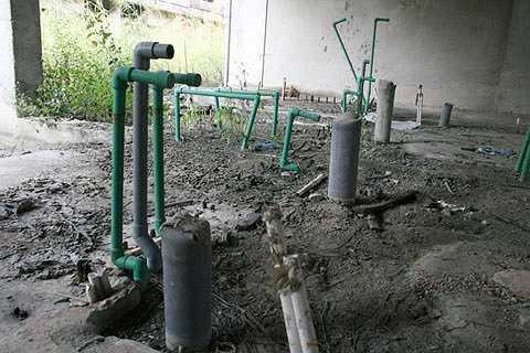 Hệ thống đường ống nước chưa kịp hoàn thành đã bị bỏ hoang. Đúng tiến độ thì năm 2013, dự án đưa vào sử dụng.