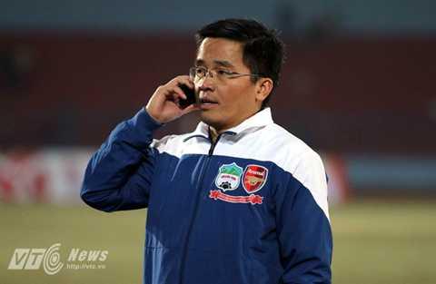 Trưởng đoàn bóng đá HAGL Nguyễn Tấn Anh (Ảnh: Quang Minh)