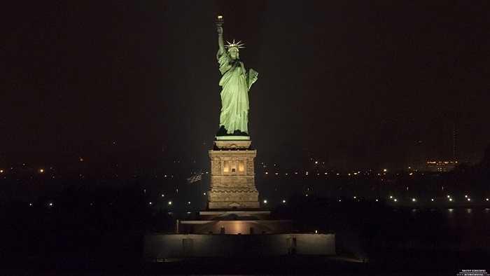 Từng được sử dụng như một ngọn hải đăng. Vào tháng 11/1886, Thị trưởng bang Cleveland đã quyết định cho phép trang bị cho tượng Nữ thần Tự do những vật dụng cần thiết để biến nó thành một ngọn hải đăng khổng lồ.