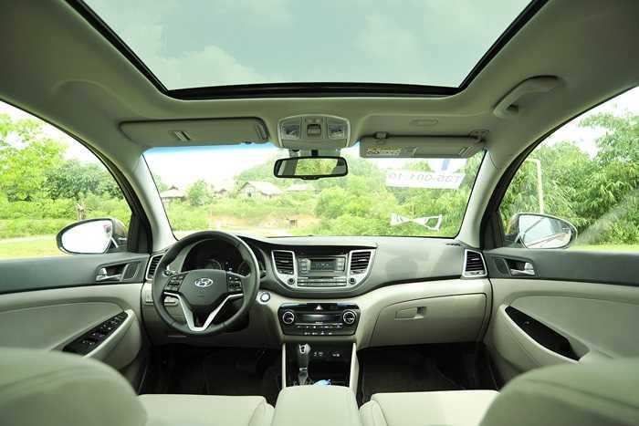 """Nhỉnh hơn CX-5, xe sở hữu cửa gió hàng ghế sau tiện lợi cùng cửa sổ trời toàn cảnh Panorama """"ăn chơi"""" hơn Sunroof thông thường."""