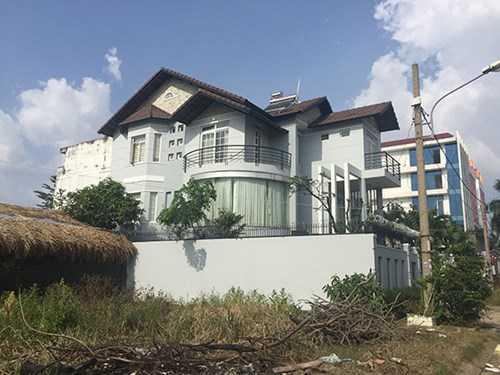Ngôi biệt thự ven sông ở quận Thủ Đức, TP.HCM mà chủ nhân khai báo bị mất trộm gần 1,8 tỷ đồng