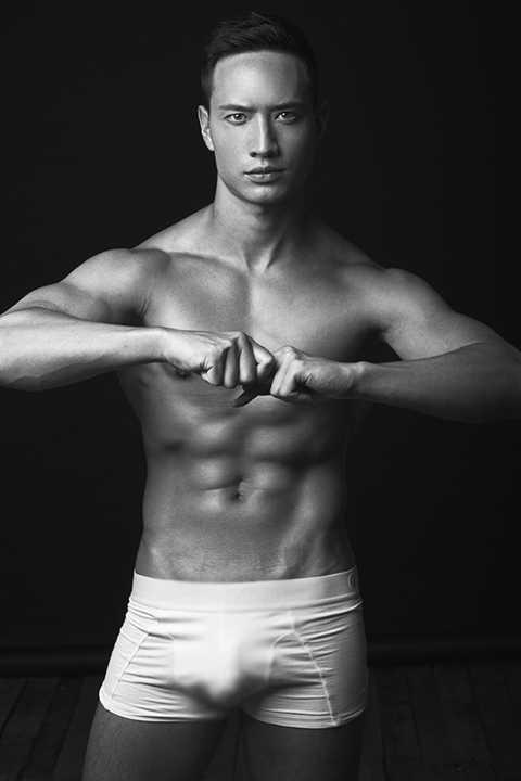 Bức ảnh nóng bỏng làm mê đắm hàng vạn người hâm mộ của quý ông Kim Lý. Thật khó có thể cưỡng lại được vẻ đẹp làm đốn tim khán giả của mĩ nam này.