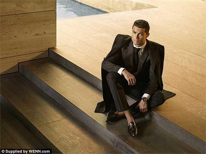 Sau khi cho ra mắt thời trang quần lót, nước hoa, Ronaldo tiếp tục nhảy sang lĩnh vực thiết kế giày da