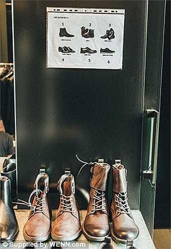 Tủ giày được Ronaldo quảng cáo