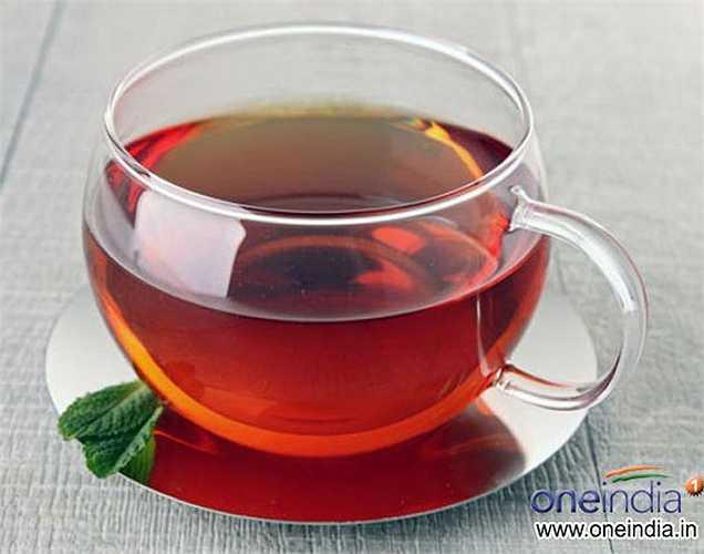 Uống trà: Cả trà xanh và trà đen đều có lợi cho hệ thống miễn dịch của bạn. Nhưng cũng không nên uống quá nhiều chỉ nên uống 1- 2 chén mỗi ngày.