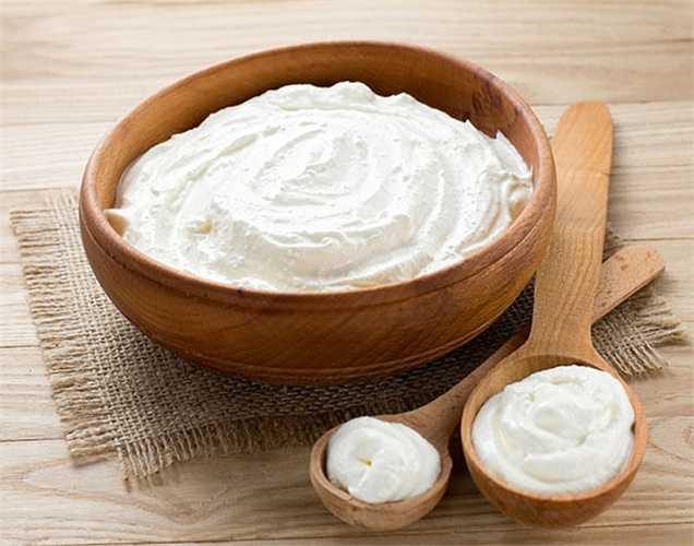 Ăn sữa chua: Sữa chua rất bổ dưỡng và cũng giúp tăng cường miễn dịch. Nó cũng tốt cho hệ thống tiêu hóa của bạn.