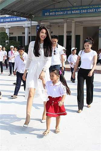 Dự kiến, đầu tháng 12, hoa hậu Phạm Hương sẽ chính thức lên đường dự thi đấu trường sắc đẹp lớn nhất hành tinh.