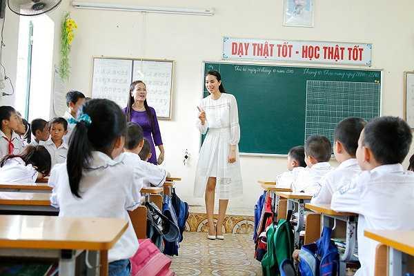 Đồng thời, đến đây gợi cho Phạm Hương rất nhiều kỉ niệm đẹp thời cô học cấp 1.