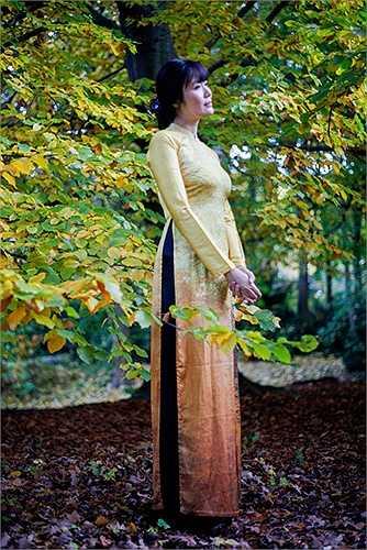 Mùa thu ở châu Âu cũng gây cảm giác man mác, nhưng dường như mãnh liệt và ồ ạt hơn nhiều, với cây cối có thể rụng hết lá chỉ sau vài ngày.