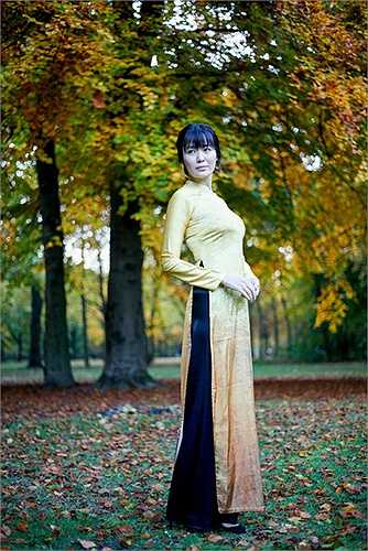 NTK Anh Thư - tác giả bộ sưu tập áo dài cho biết cách đây hơn một tháng chị cũng có chuyến du lịch châu Âu và bị ấn tượng mạnh mẽ bởi vẻ đẹp tuyệt diệu của mùa thu nơi xứ người