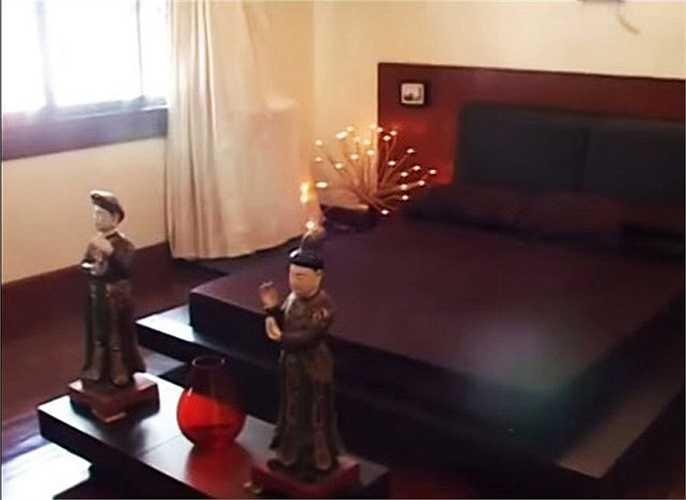 Một góc phòng ngủ khác mang đậm chất thiền với tông màu chính là màu nâu đậm, mang đến sự tĩnh lặng, bình an.