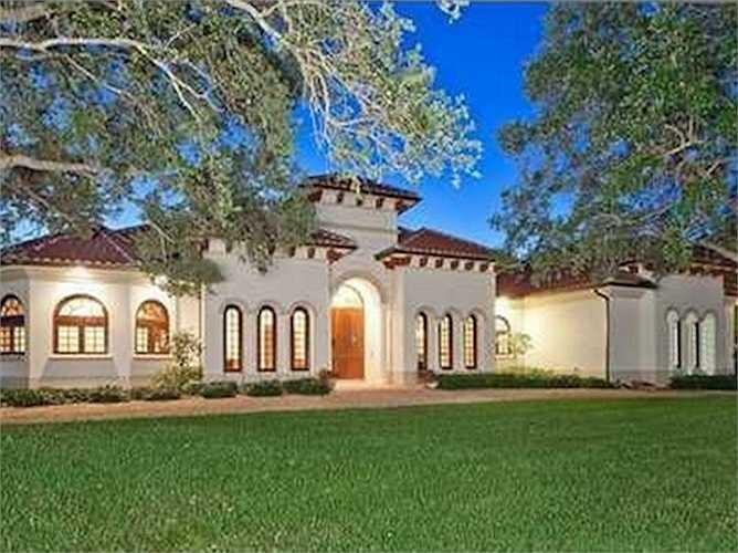 Năm 2013, vợ chồng Bill Gates chi ra 8,7 triệu USD để mua lại một căn biệt thự hạng sang ở Wellington, Florida, Mỹ - thêm vào danh sách nhà cửa dài dằng dặc của họ