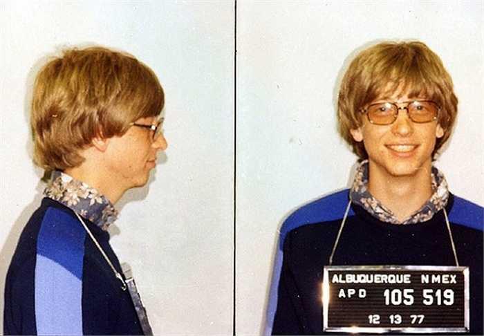 Năm 1977, chiếc Porsche 911 của Bill Gates gây tai nạn và tỷ phú công nghệ phải nhờ đến bạn mình là Paul Allen để bảo lãnh ra tù