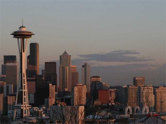Năm 1979, Bill Gates và Paul Allen chuyển trụ sở Microsoft về quê nhà Seattle
